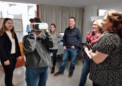 VR Brille ist eine Attraktion